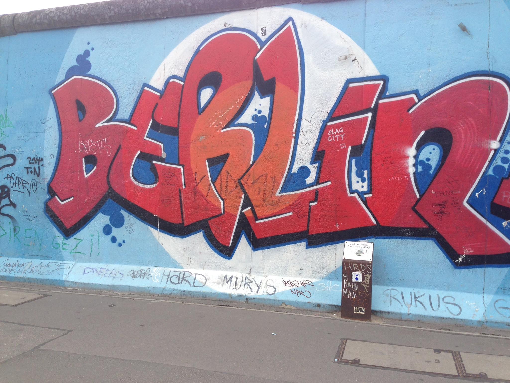 Grafiti wall berlin - Graffiti On Berlin Wall